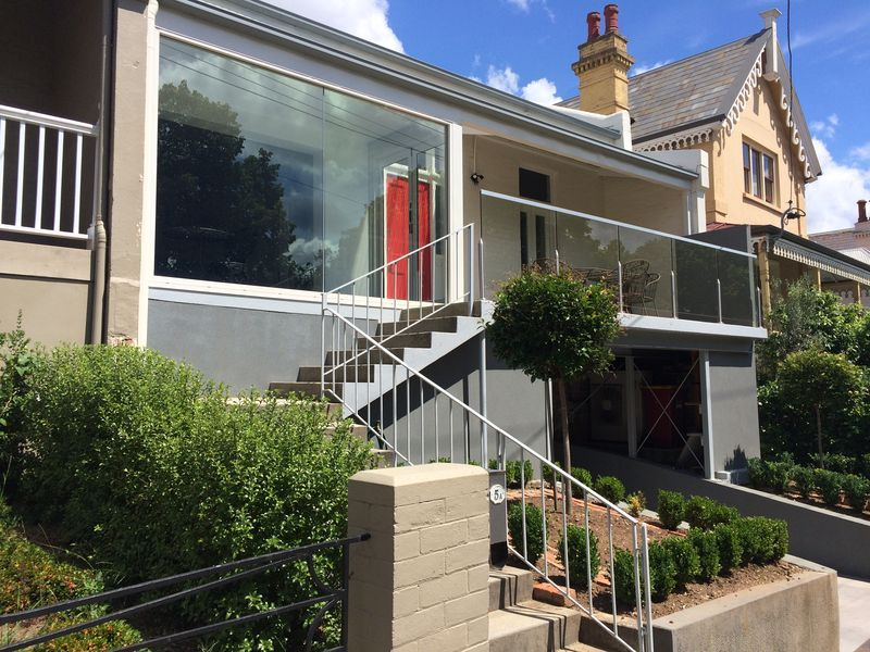 Stunning Town House Close to City