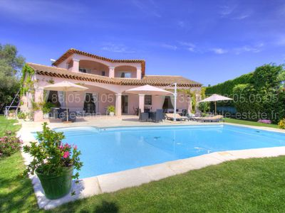 Photo for Luxurious villa with pool and garden flat