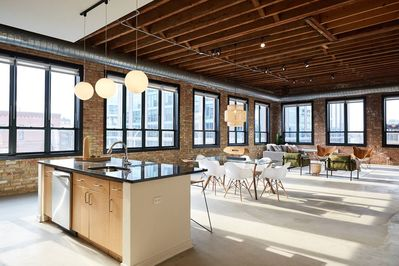 Outstanding Spectacular Fulton Market Penthouse Sleeps 24 In Style West Loop Home Interior And Landscaping Ologienasavecom