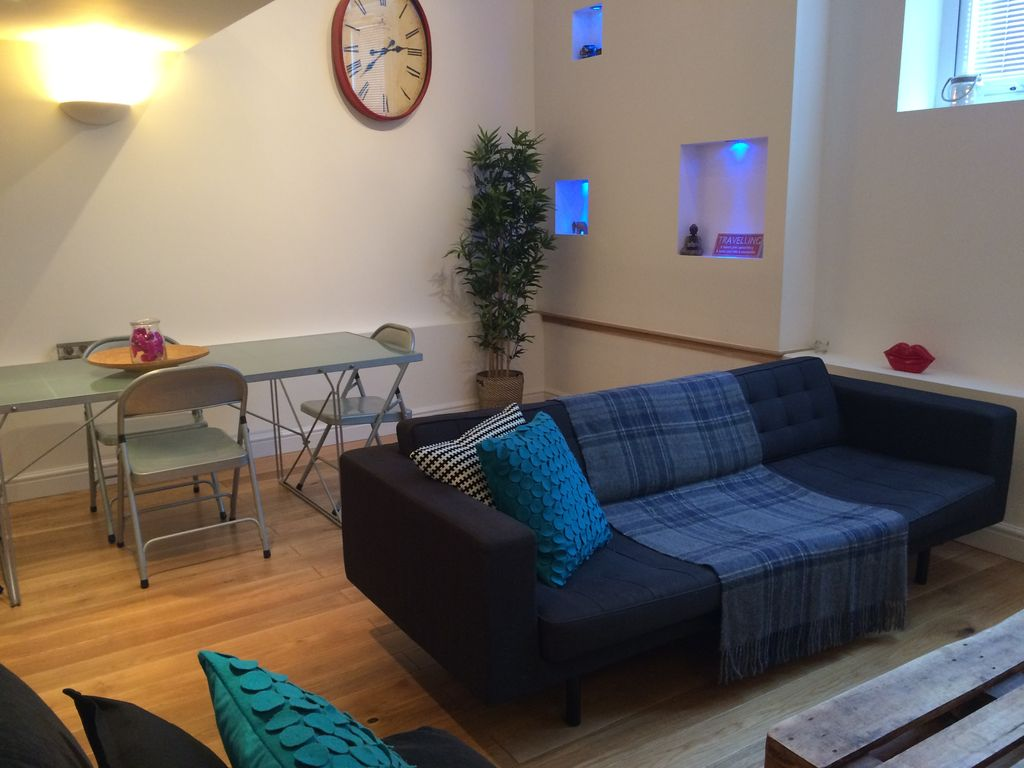 Unique & Stunning Loft Apartment Nr City Centre with gated parking. Sleeps 4.