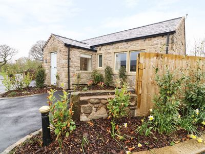 Photo for WHITEWELL COTTAGE, family friendly in Ribchester, Ref 982009