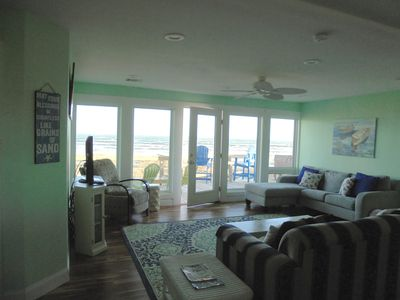 Beachfront Home and Hot Tub with fantastic views!!