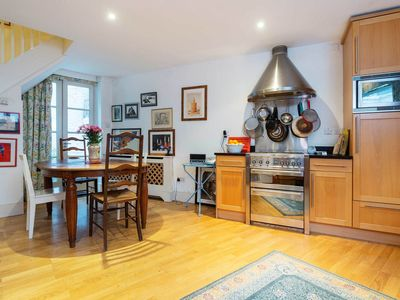Charming Georgian 3 bed Pimlico townhouse with garden patio, sleeps 5 (Veeve)
