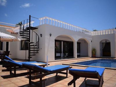 Photo for Wonderful independent villa, Costa Adeje, heated pool and sea view.