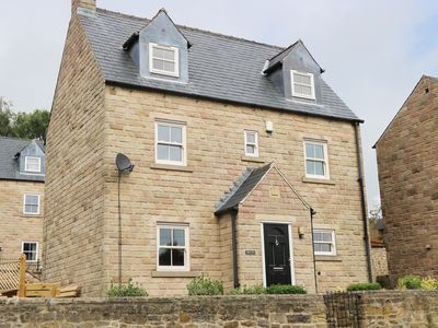 Photo for DUKES VIEW, pet friendly, with a garden in Matlock, Ref 950756