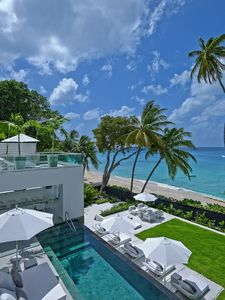 Beachfront contemporary 5 bedroom villa with gym and spectacular ocean views