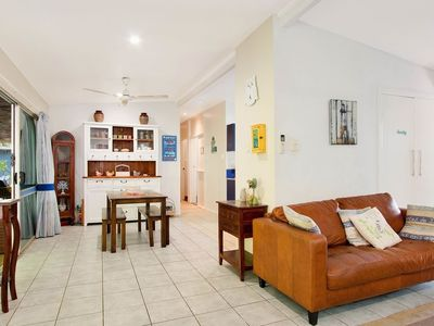 Photo for Apartment in the center of Trinity Beach with Pool, Air conditioning, Terrace (676325)