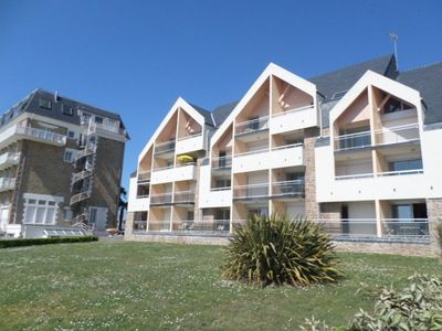 Photo for Superb location facing the beach