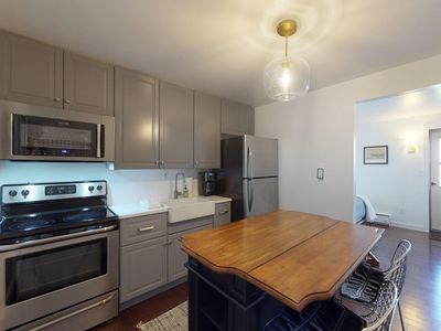 Photo for NEW LISTING! Cozy studio w/updated kitchen, walk to shopping & dining-near Okemo