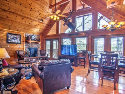 "Photo for ""MAGIC MOUNTAIN RETREAT' luxury cabin with Awesome Location! Free WIFI"