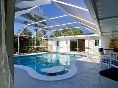 4 BR/3BA Poolhouse is 4 miles from the famous Siesta Key Beach