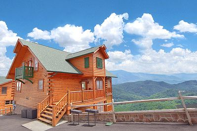 Heavenly Heights 8 bedroom large Pigeon Forge cabin rental