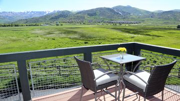 Park City with a Breathtaking View - Minutes to Skiing - Steps to Shops & More!