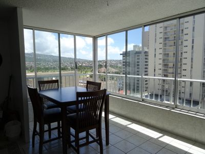 1Bed/bath unit with great views of Honolulu and Diamond Head with Parking