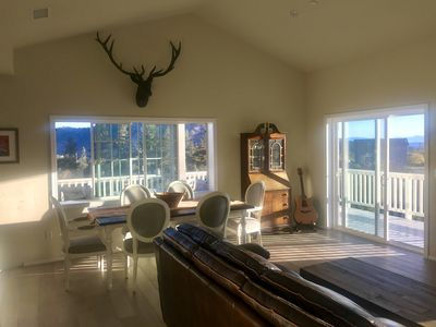 Photo for ☆BigSky View Home Retreat☆-New, Volcan Mtn, Deck, Hammock, Luxury Linens, Unwind