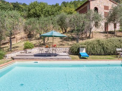 Photo for Cosy apartment in villa with WIFI, pool, TV, patio, pets allowed and parking, close to Lucca