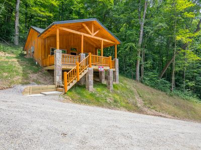 Photo for Brand new 2 bedroom, 1 bath cabin just minutes from Ash Cave!