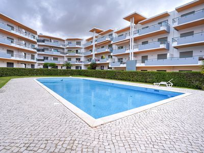 Photo for Beautiful apartment with a bedroom in Meia Praia and a communal swimming pool