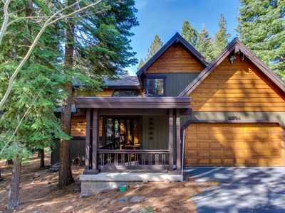 Photo for Great Tahoe Donner amenities including shared pool & hot tub: cozy and quiet!