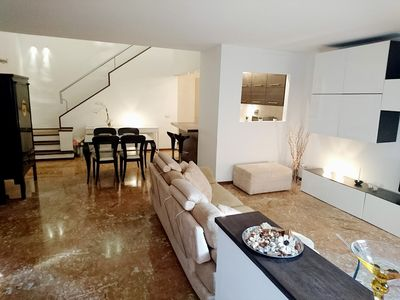 Photo for Quiet apartment very close to the historical center (10' walk from Pitti Palace)