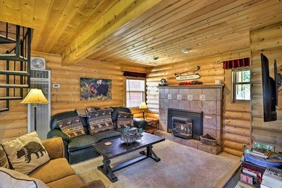 There room for up to 6 at this 1-bedroom, 2.5-bathroom rustic log cabin.