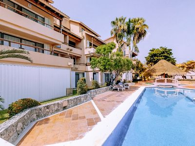 Photo for Suite for two with great balcony views, shared pool/garden & access to bay!