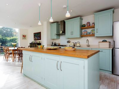 Photo for Welcoming 4 bedroom family home in London Fields, sleeping 5 (Veeve)