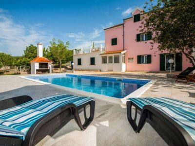 Photo for Nice apartment for 10 guests with A/C, WIFI, private pool, TV, pets allowed and parking