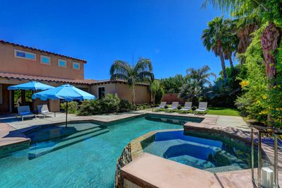 Spacious backyard with chaise lounge seating, oversized pool, spa, al fresco dining and basketball court