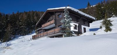 Photo for Wonderful Chalet ideally located 200 meters from the main ski lift with wifi and jaccuzzi. Facing so