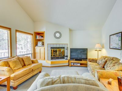 Photo for Lovely family-friendly house with deck and a private hot tub! Free SHARC access!