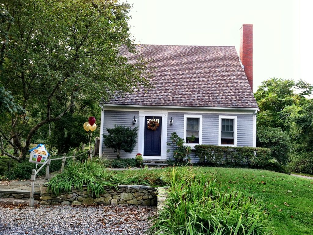 Beautiful 3 bedroom cape cod vacation home walk to for Cape cod cabin