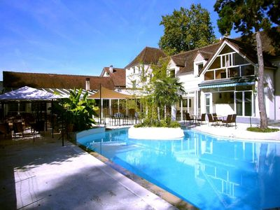 Photo for Studios with swimming pool on the Dordogne, 1 km from the city center, aquapark & canoes