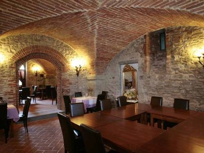 Photo for Cosy apartment for 5 guests with WIFI, A/C, pool, TV, pets allowed and parking, close to Arezzo