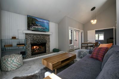 A relaxing living and dining area to entertain or watch movies on the Smart HDTV
