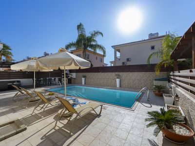 Photo for Knossos, Near to the beach, Cosy, Pool