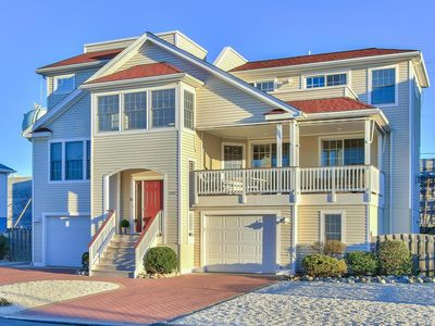 Photo for Beautiful Bayside Modern Home with Convenience