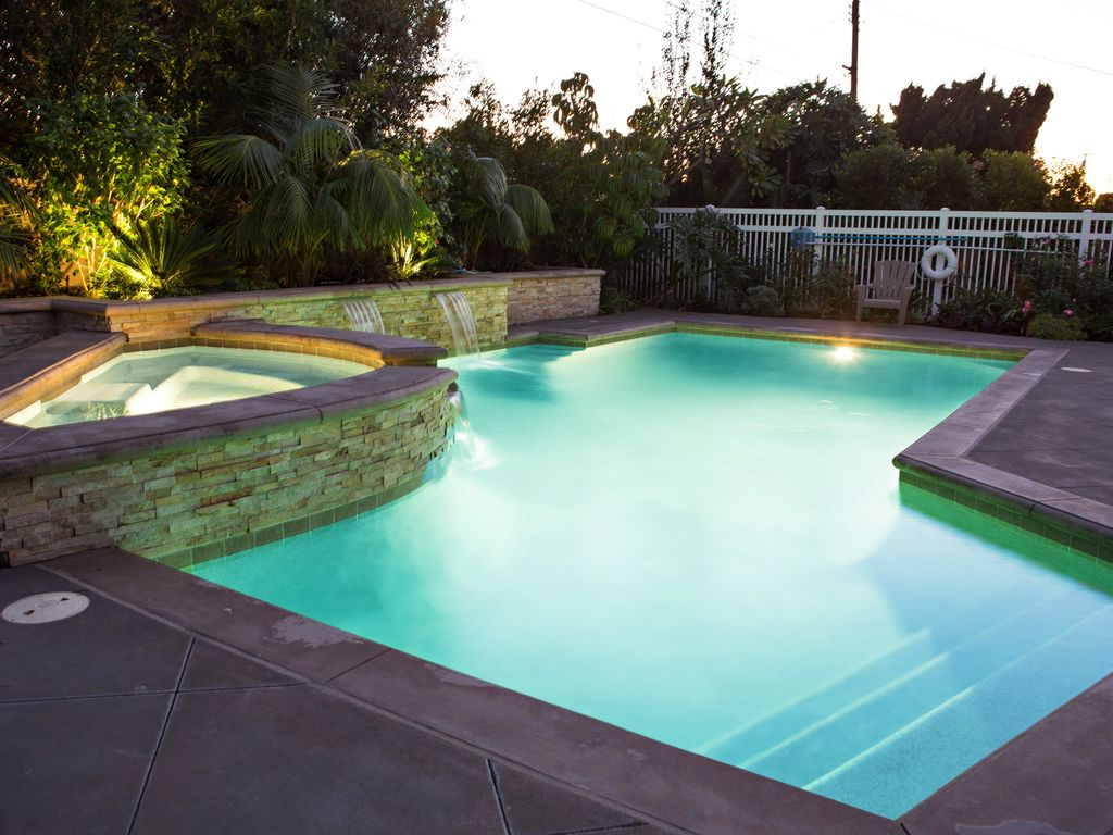 Sensational 6 Bedroom 4 Bathroom Pool Home 3 Master Bedrooms W Bathrooms Anaheim Orange