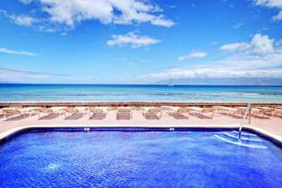 WHAT AN AMAZING POOL! RIGHT ON THE OCEANS EDGE..OCEANFRONT CONDO LIVING