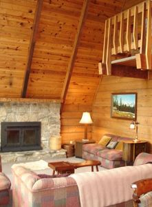 Photo for Spacious Rustic Mountain Cabin in Gated Community