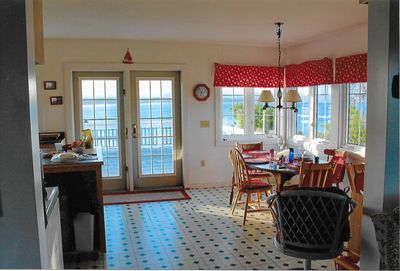5 BR overlooking Bay of   Fundy. Beach, harbor, lighthouse, cliffs, deck.