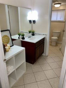 Bathroom with fresh towels, washcloths and basic toiletries
