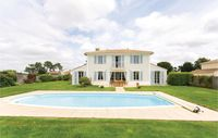 Clean, nice villa great pool, super golf course, pity the tennis court was not open/in use