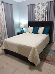 Cozy 2 bedroom in gated complex with 24hrs security