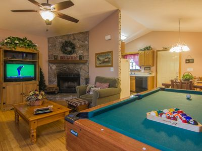 Photo for Family Friendly, 1m from Dollywood, Wi-Fi, Pool Table, Hot Tub, Easy Mtn. access