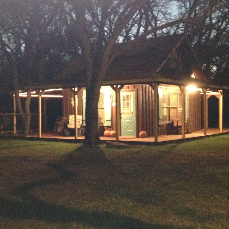 Family/Pet Friendly Country Cabin Firepit Minutes To DFW