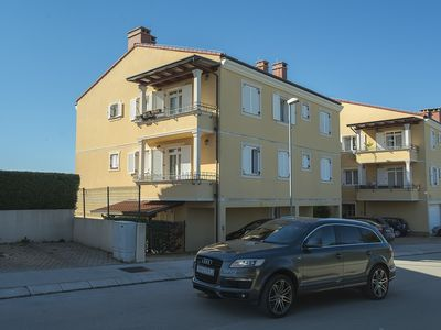 Photo for New apartment with 2 bedrooms, 2 bathrooms, parking, air conditioning in a quiet location of Pula