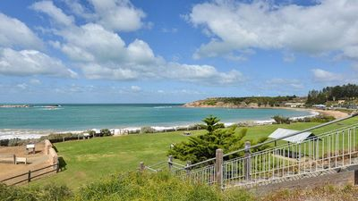 Tradewinds Port Elliot, beautiful Horseshoe Bay is just one street away 150m.