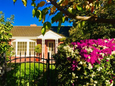 Photo for 🌸🍀🌺🏡 🌺🍀🌸 Delightful Sunlit Retreat 🌳🍃🌳with Beautiful Lush Gardens 🚙 5km to City