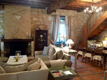 Dream Medieval Stone Villa in Popular Market Village, ideal for Couples & Family